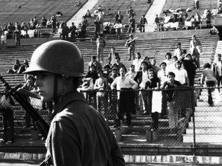 یادگار پینوشه؛ ورزشگاهی که شکنجهگاه شد. نویسنده: دیوید والدشتاین. مترجم: شیدا قماشچی