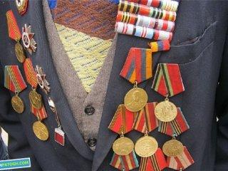مدالهای جنگی بی خریدار . نویسنده: ارنست همینگوی. برگردان: م.سجودی