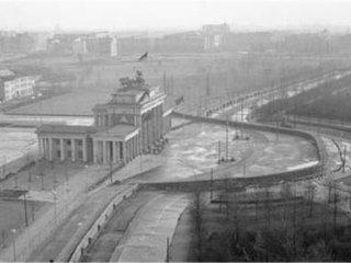 دیوار برلین.