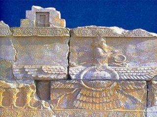زرتشتیان در چهار قرن نخستین اسلامی. نویسنده: منصور موسوی.
